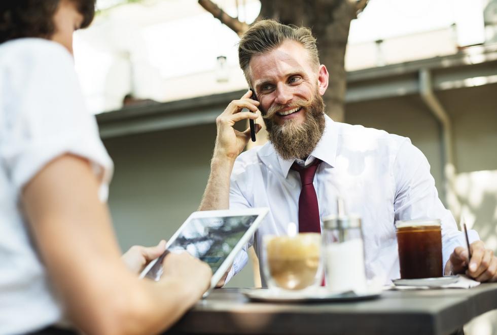 Pielęgnacja brody – szczotki igrzebienie