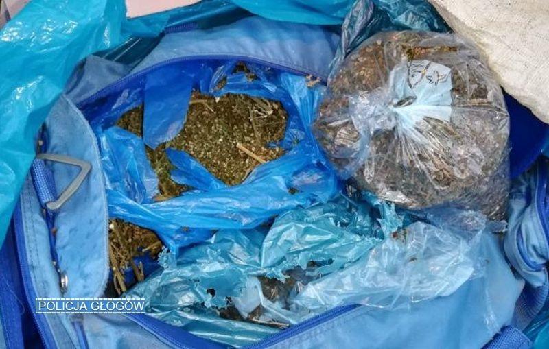 4 kg narkotyków wbagażniku